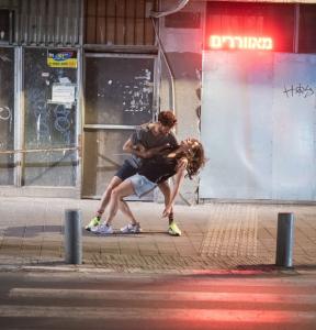 """על גוף ועל רחוב - ד''ר רקפת אפרת לבקוביץ כותבת על המופע """"גוף ברחוב"""""""